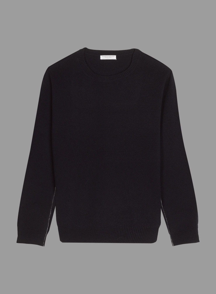 Round neck Sweater with contrast stitching