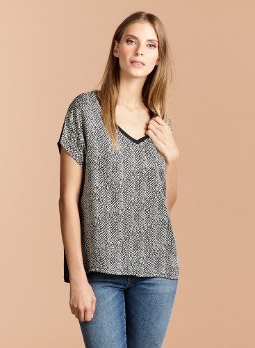 V-neck silk printed T-shirt