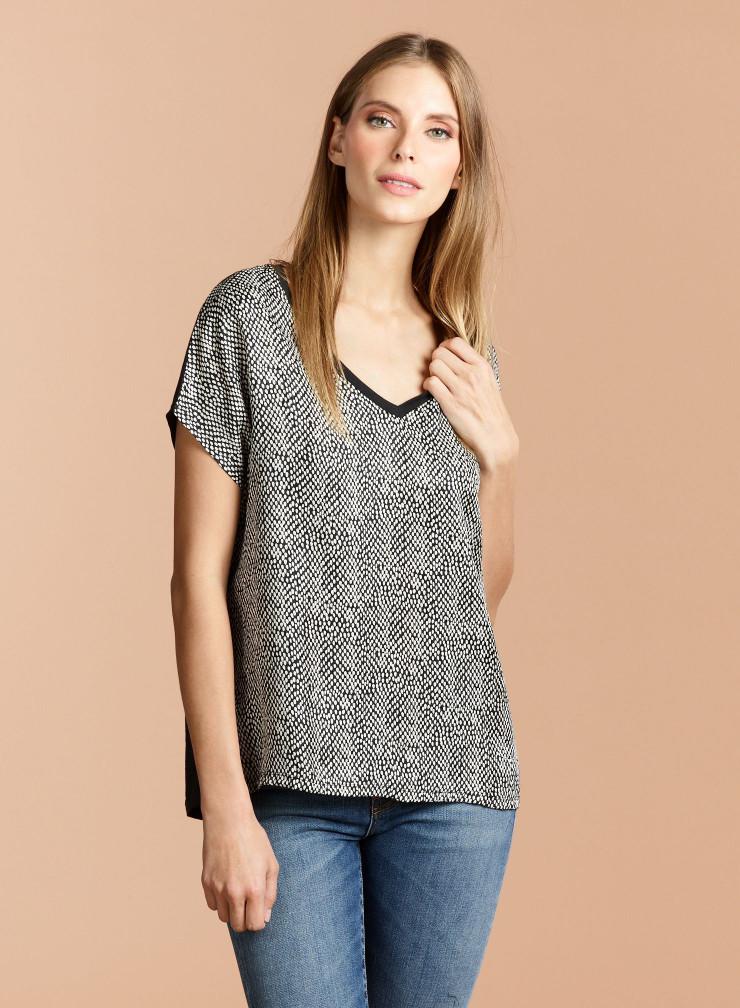 T-shirt col V devant soie imprimée