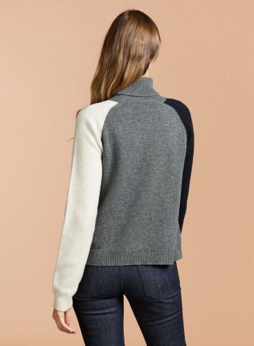 Turtleneck tricolor sweater