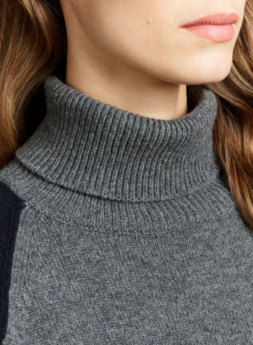 Turtleneck tricolor sweater