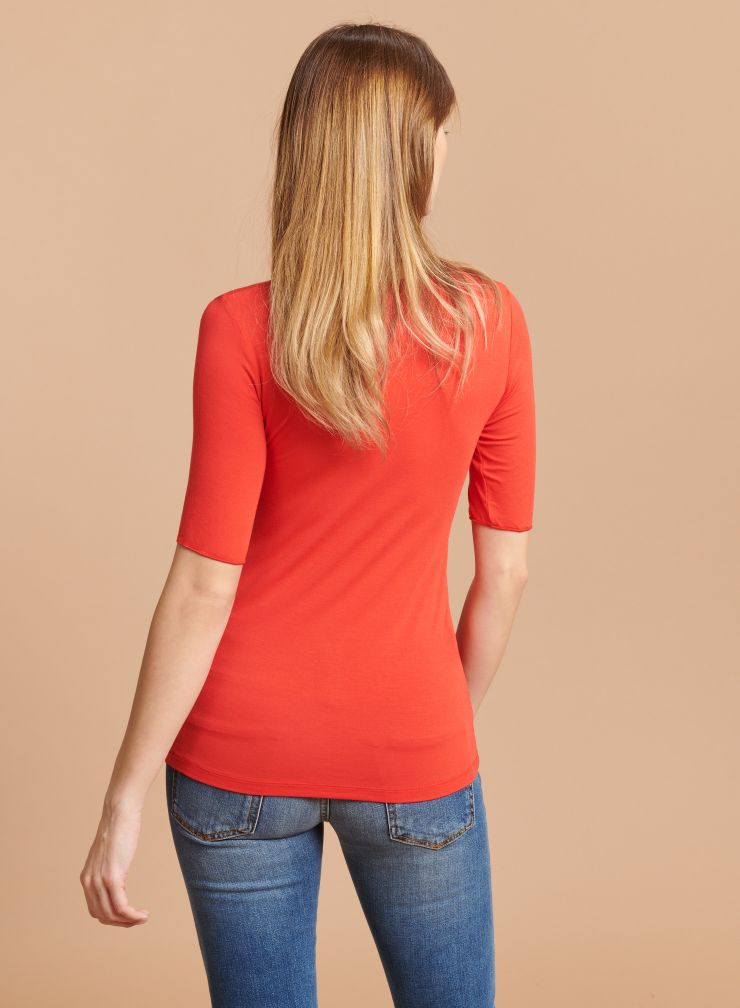 U-neck elbow sleeves T-shirt