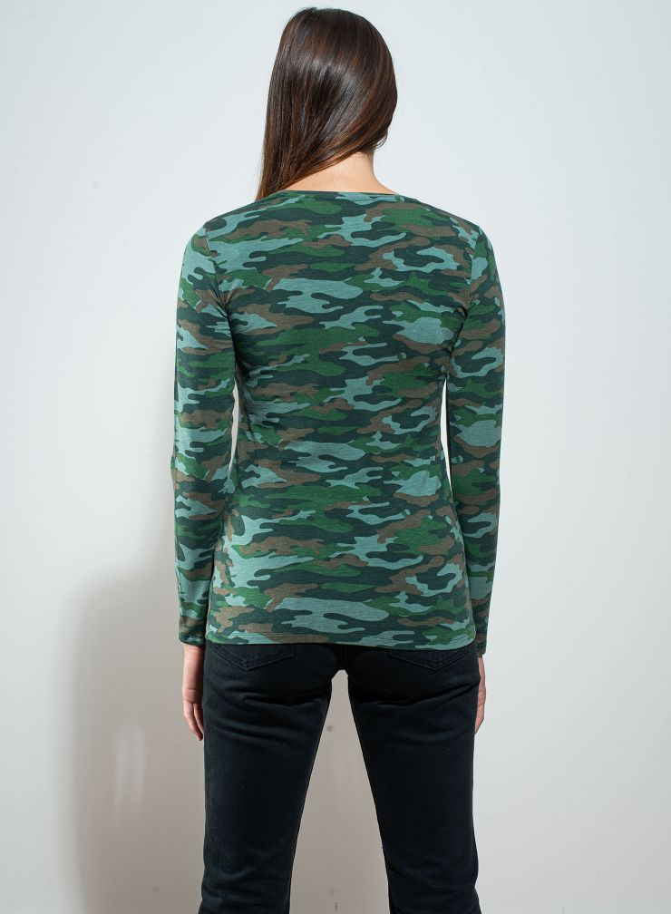T-shirt col V imprimé camouflage