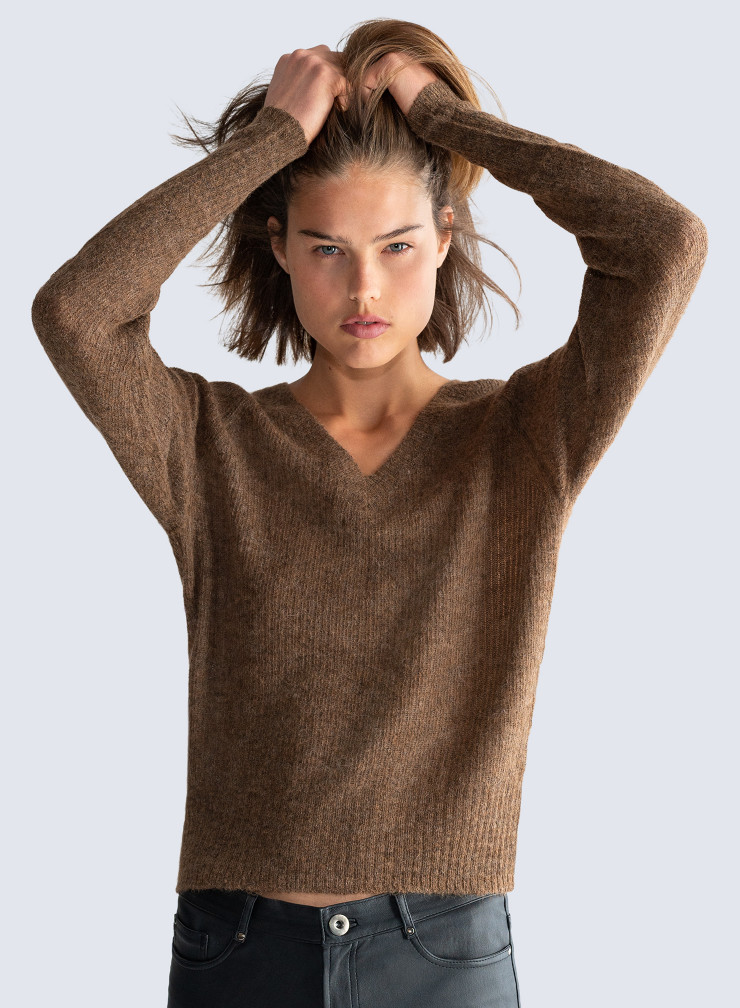 V-neck short Sweater