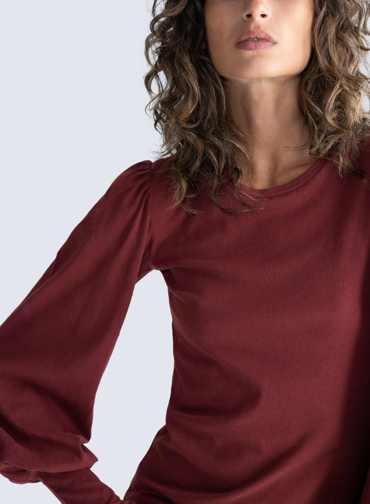 Round neck leg-of-mutton sleeved T-shirt