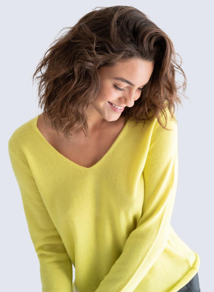 V-neck rolled finish Sweater