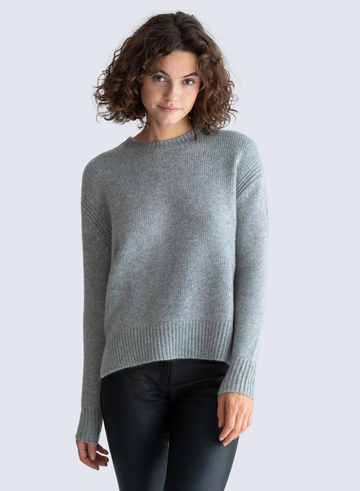 Round neck ribbed finish Sweater