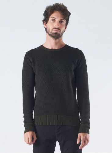 Round neck herringbone sweater