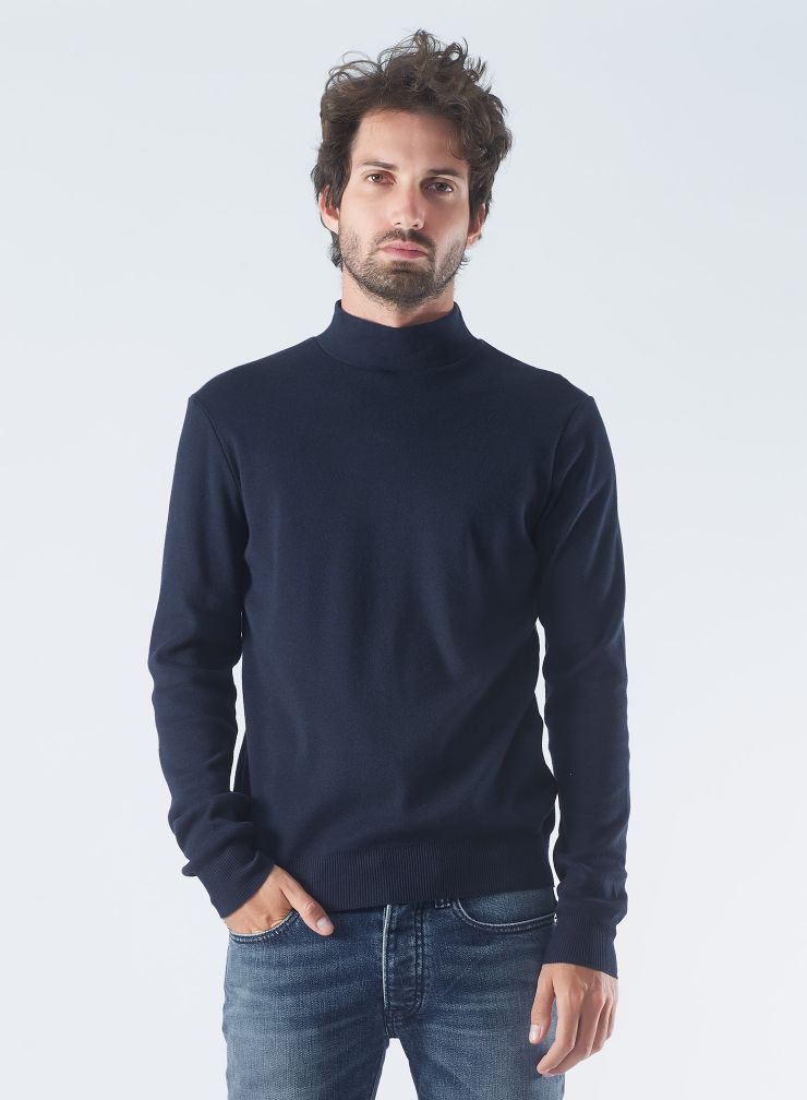 Stand-up collar ribbed finish T-shirt