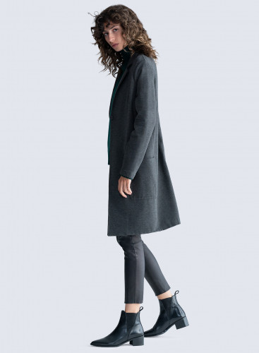 Two patch pockets Coat
