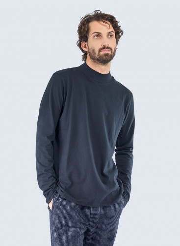 Stand-up collar T-shirt