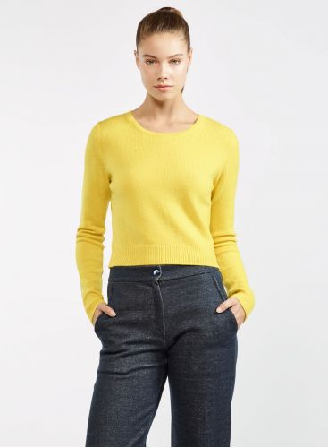 Short round neck sweater