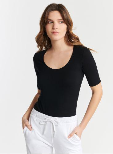 T-shirt col U