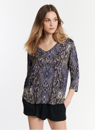 3/4 sleeve V-neck T-shirt with python print