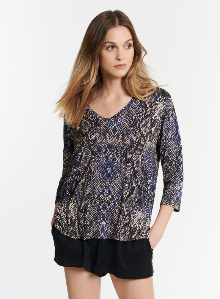 3/4 sleeve V-neck T-shirt with python print