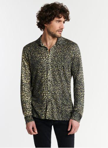 Man - Leopard print shirt