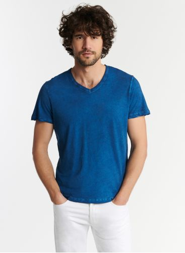 Man - Hand dyed V-neck T-shirt