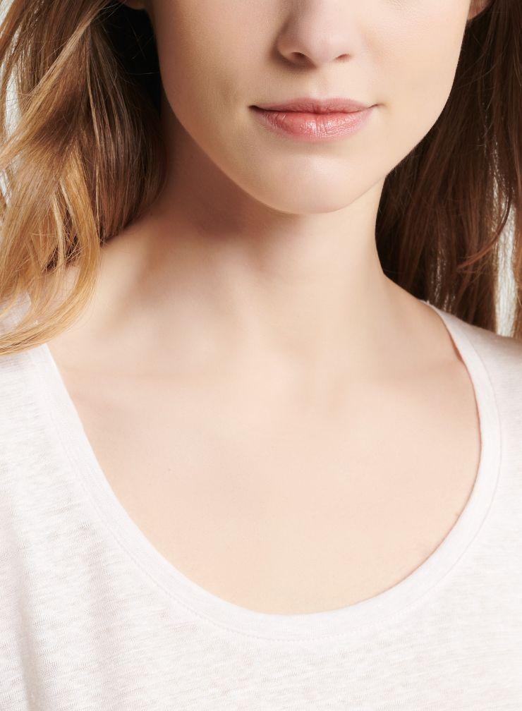 U-neck elbow sleeve T-shirt