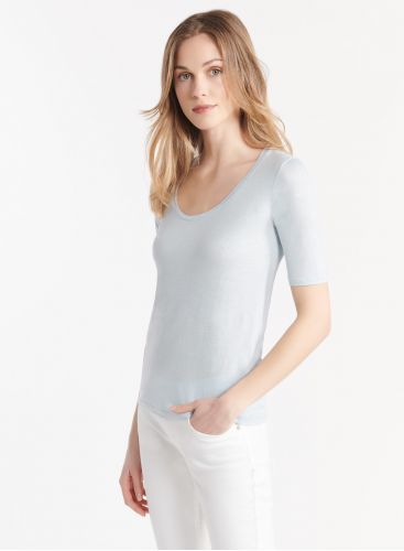 U-neck elbow sleeve T-shirt