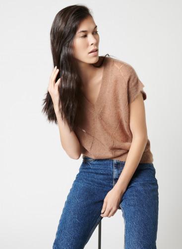 Sleeveless V-neck sweater